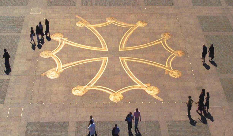 Croix place du Capitole - Toulouse insolite et secret